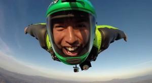 Как выглядит лицо парашютиста во время прыжка