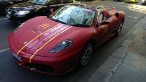 McDonald's доставляет еду на Ferrari и Lamborghini