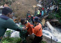 Около 40 туристов пострадало от оползня в Индонезии