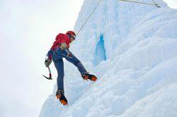 Московская альпинистка провалилась в ледяную трещину на Эльбрусе (видео)