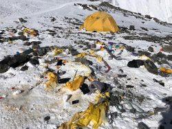 Горы мусора на Эвересте